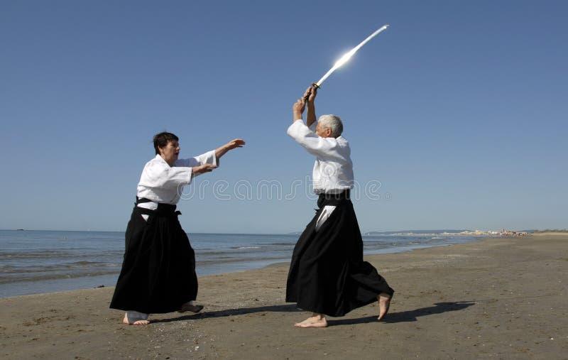 Aikido op het strand stock foto's