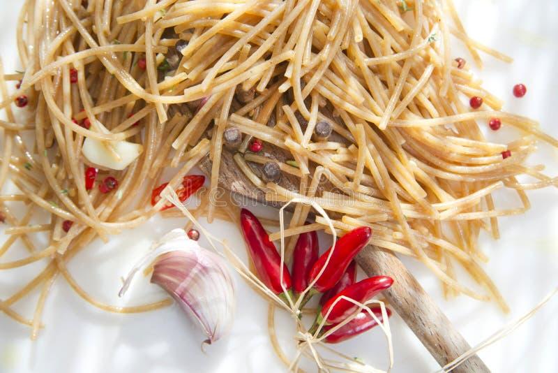 Ail Et Chili Oil Complets De Spaghetti Photographie stock