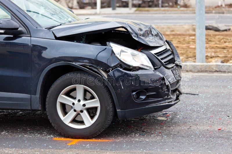 Aile-cintreuse dans le crash de véhicule images stock