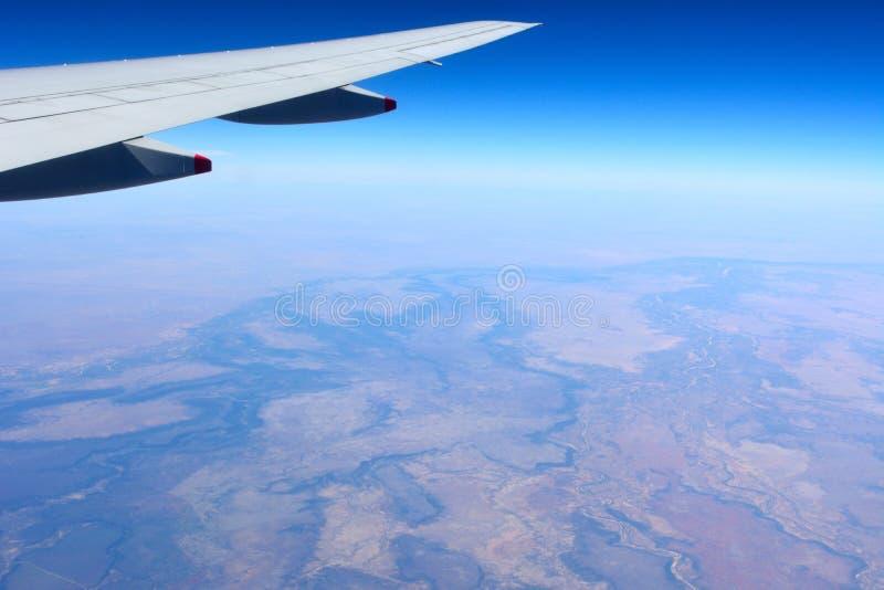 Aile d'avion volant au-dessus de l'Australien à l'intérieur photo libre de droits