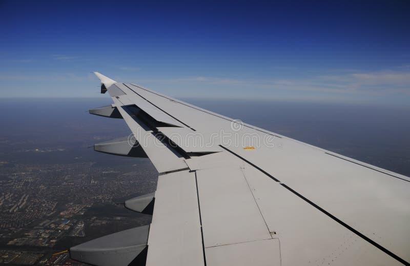 Aile de l'avion photographie stock libre de droits