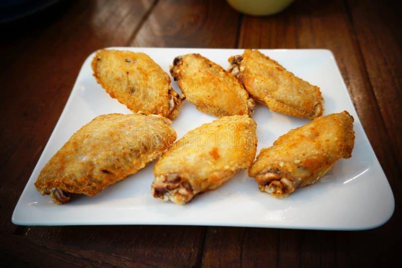 Aile de poulet frit photo stock
