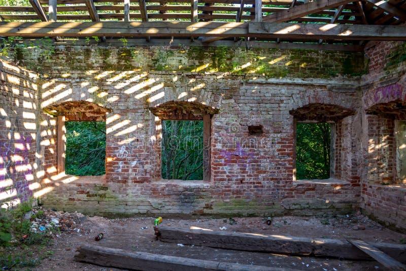 Ailes de manoir de Petrovskoe-Alabino photo stock