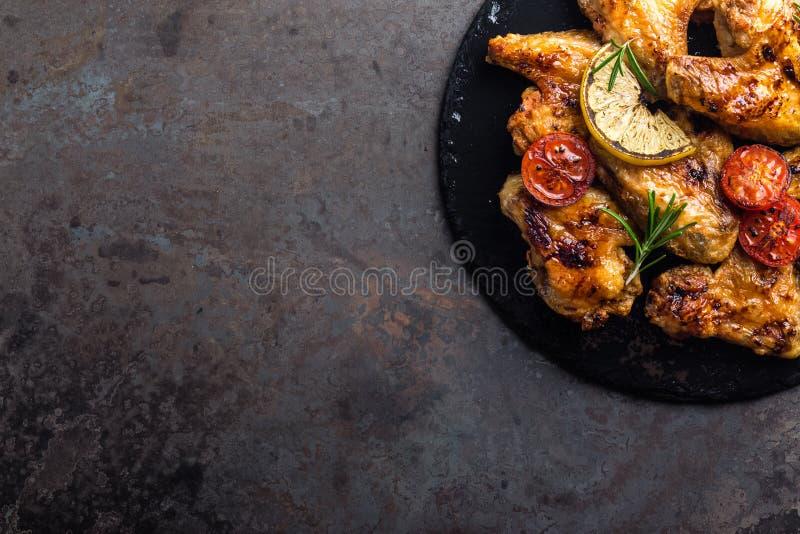 Ailes de poulet de BBQ, viande grillée épicée image libre de droits
