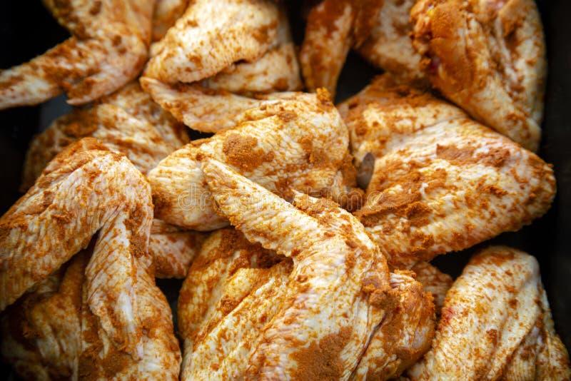 Ailes de poulet de curry images stock