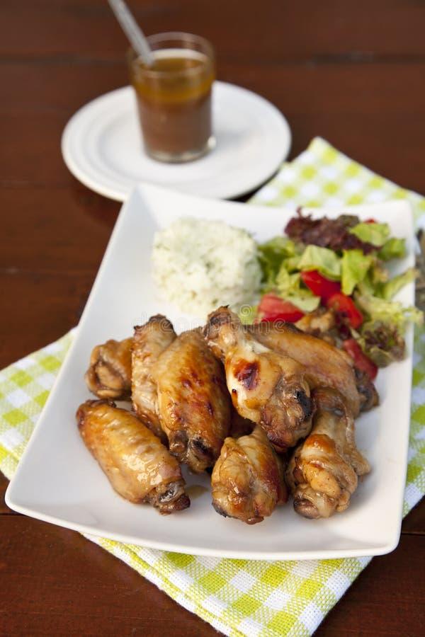 Ailes de poulet en sauce de soja images libres de droits