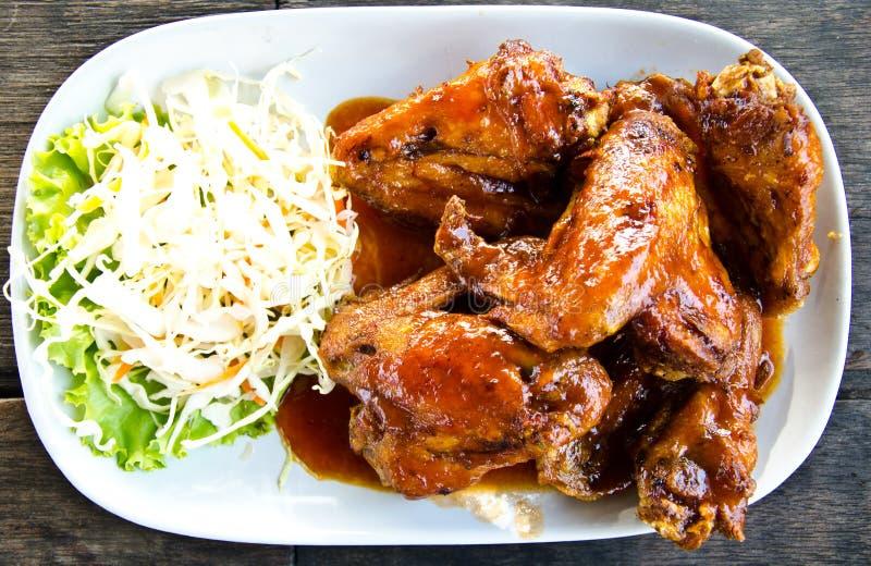 Ailes de poulet frit. image libre de droits