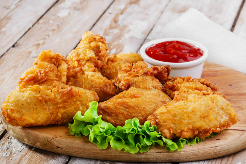 Ailes de poulet frit image libre de droits