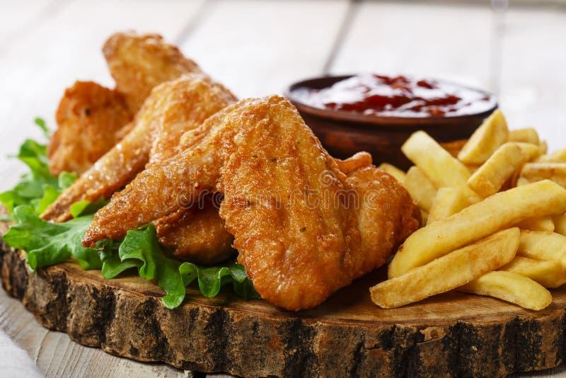 Ailes de poulet frit photographie stock