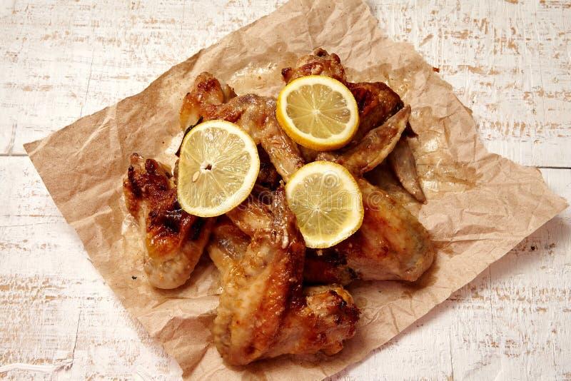 Ailes de poulet frit images stock