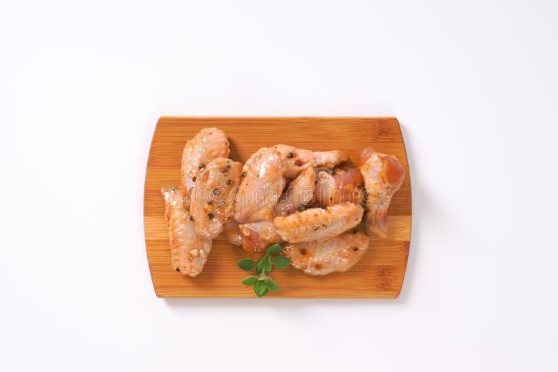 Ailes de poulet marinées photographie stock