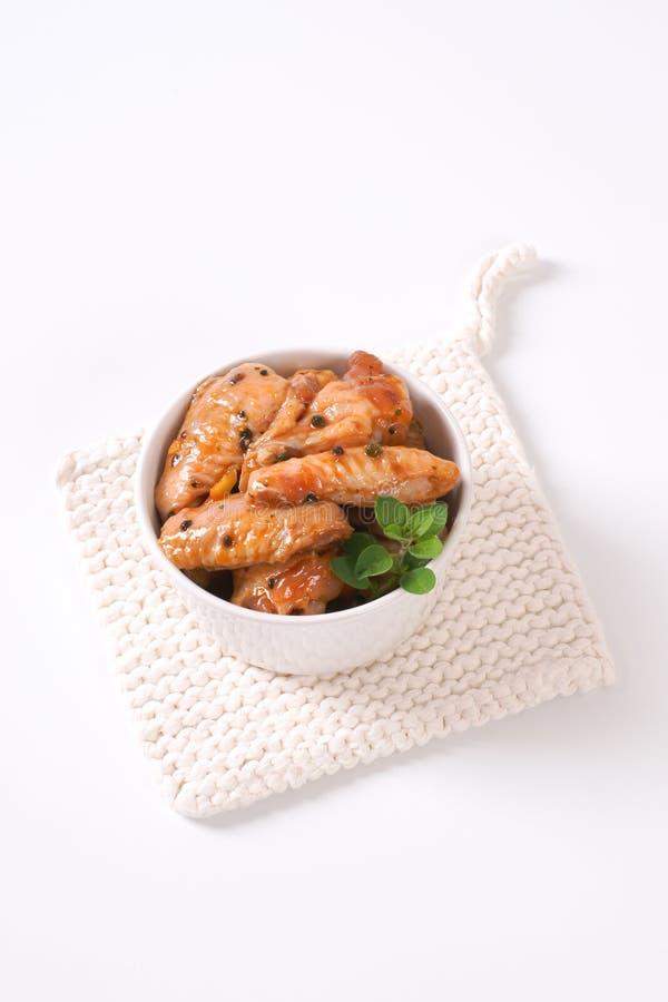 Ailes de poulet marinées image stock