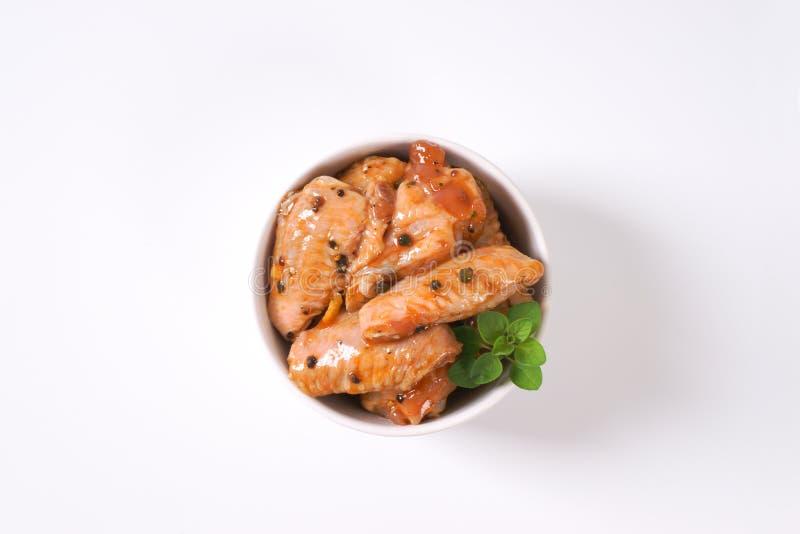 Ailes de poulet marinées photo stock