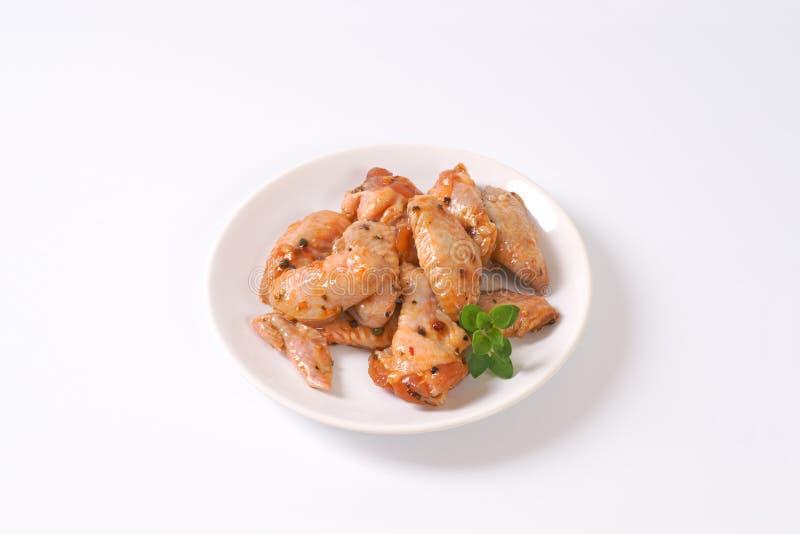 Ailes de poulet marinées photos stock