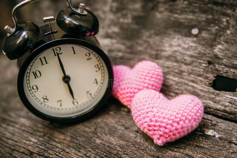 Aimez l'horloge à l'horloge de ` de 6 o, période des souvenirs affectueux doux de passage images stock