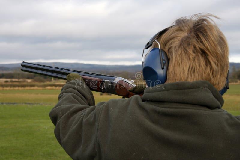 Aimimg die Gewehr lizenzfreies stockfoto