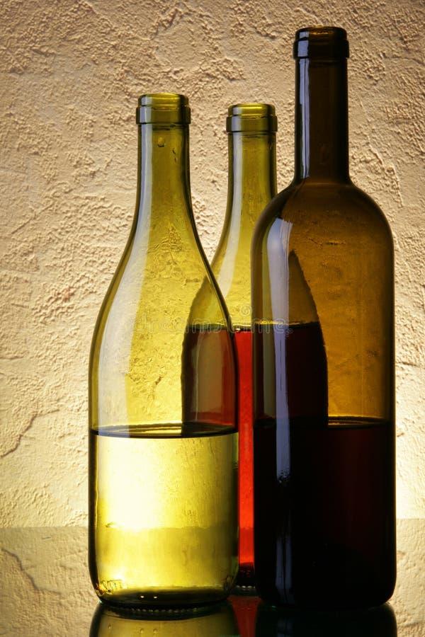 Ainda-vida com frascos de vinho foto de stock