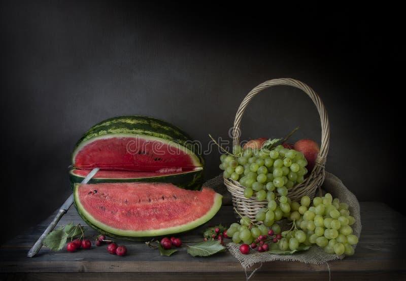 Ainda vida com fruta imagem de stock