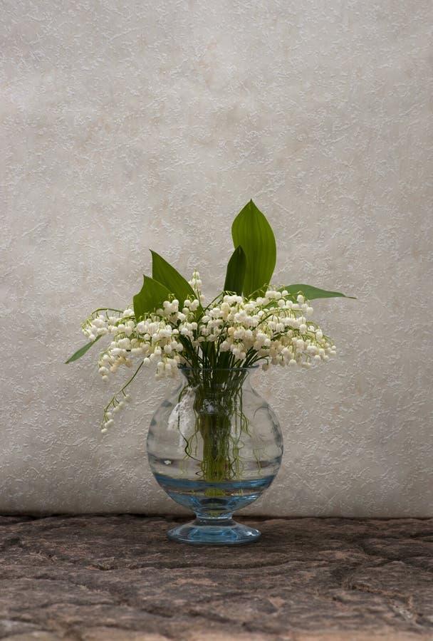 Ainda vida com lily-of-the-valley foto de stock royalty free