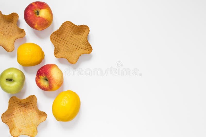 Ainda vida com waffles e frutos em um fundo branco fotos de stock royalty free