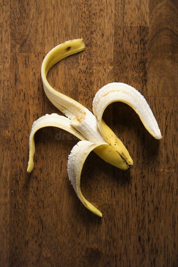Ainda vida da banana comida metade. foto de stock
