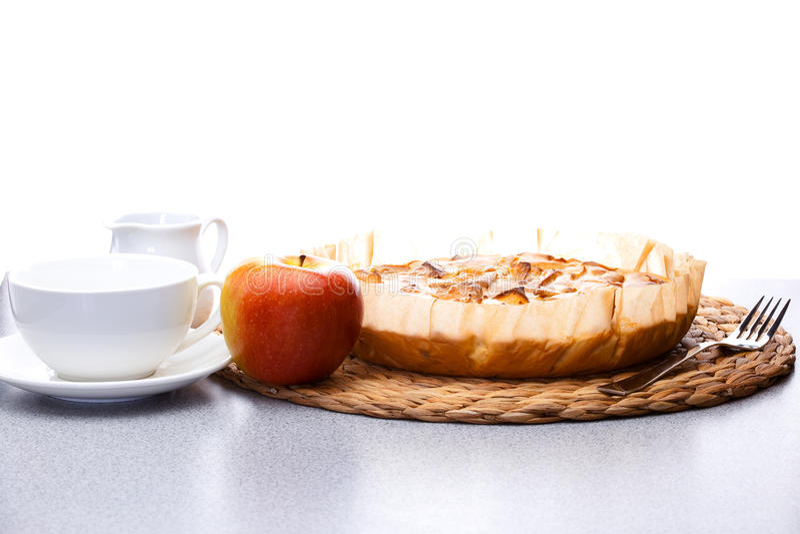 Ainda vida da torta de maçã, Gerbera da maçã foto de stock
