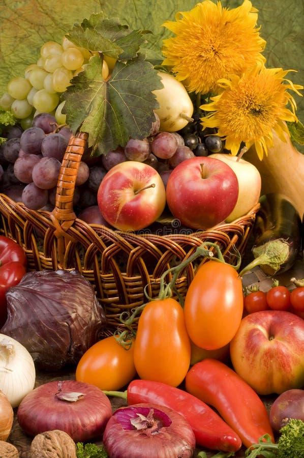 Ainda-vida do vegetal e do alimento das frutas imagem de stock