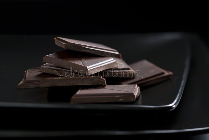 Ainda-vida escura com detalhe de chocolate fotos de stock