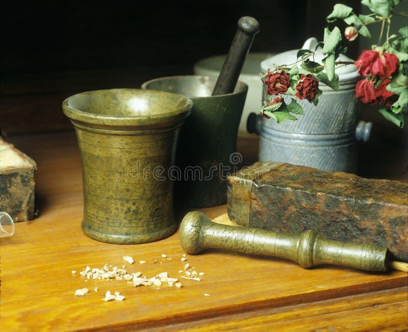 Ainda vida: medicina velha imagem de stock