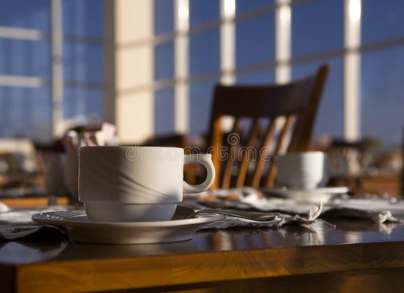 Ainda-vida positiva da manhã em um café. foto de stock