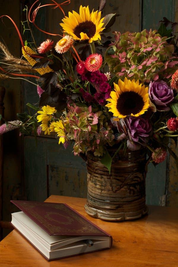 Ainda vida rústica com flores e livro do outono foto de stock royalty free