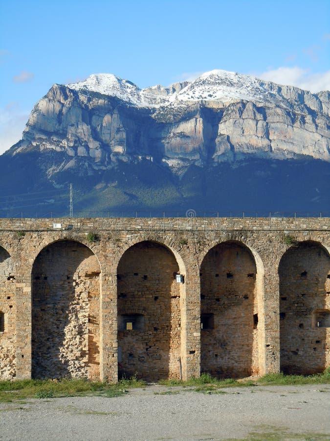 Ainsa kasztelu Pyrenees góry Huesca Hiszpania zdjęcia stock