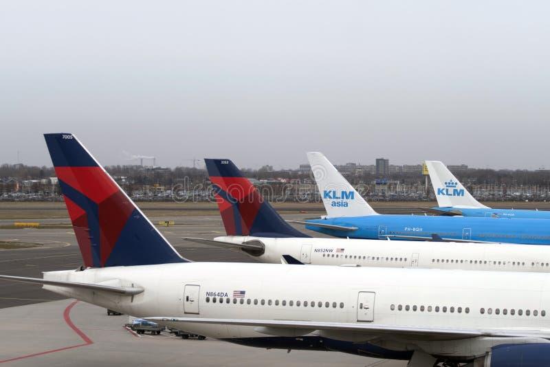 Aiplanes på en flygplats fotografering för bildbyråer