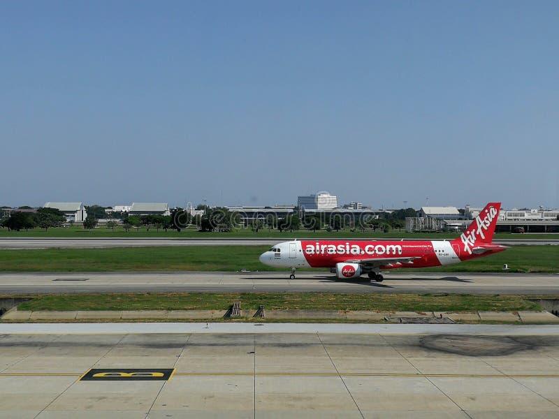 Air Asia pronto al decollo all'aeroporto fotografia stock libera da diritti