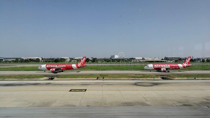 Air- Asiafluglinie bereit sich zu entfernen stockfotografie