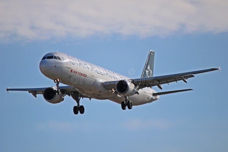 Air Canada Airbus A321-200 na libré especial de Star Alliance fotografia de stock