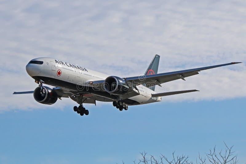 Air Canada Boeing 777-200LR en nueva librea fotos de archivo