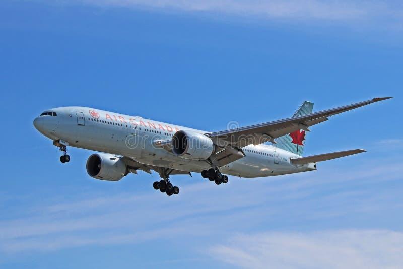 Air Canada Boeing 777-200LR Worldliner à l'approche images libres de droits