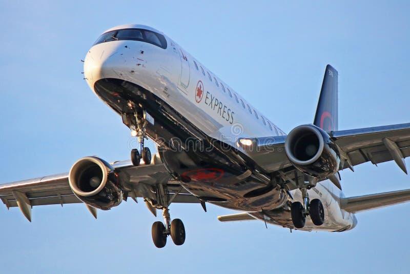 Air Canada Embraer expresso ERJ-175 Front Close-Up imagem de stock royalty free