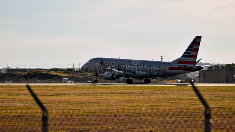 Air Canada-Luchtvaartlijnenvliegtuig die op een baan landen stock afbeelding