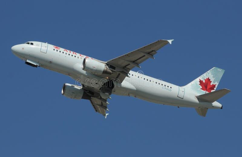 Air- CanadaPassagierflugzeug stockbilder