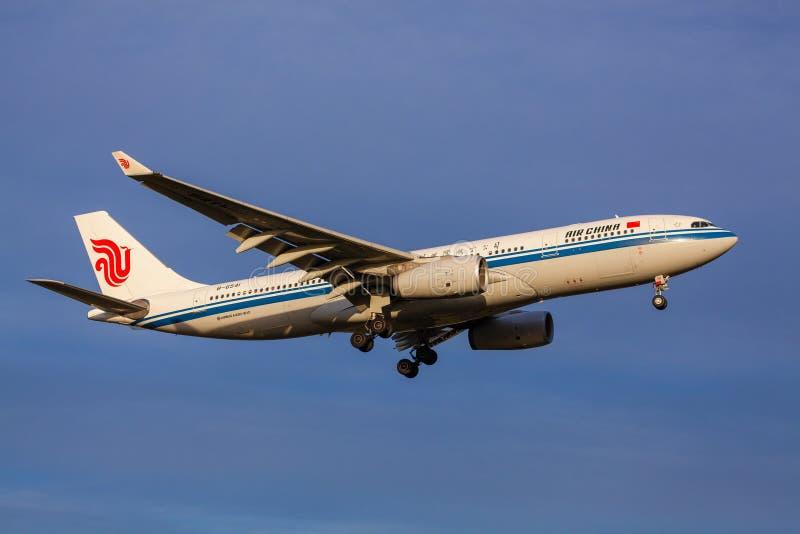 Air China Airbus que aproxima-se à aterrissagem no aeroporto de Melbourne fotos de stock royalty free