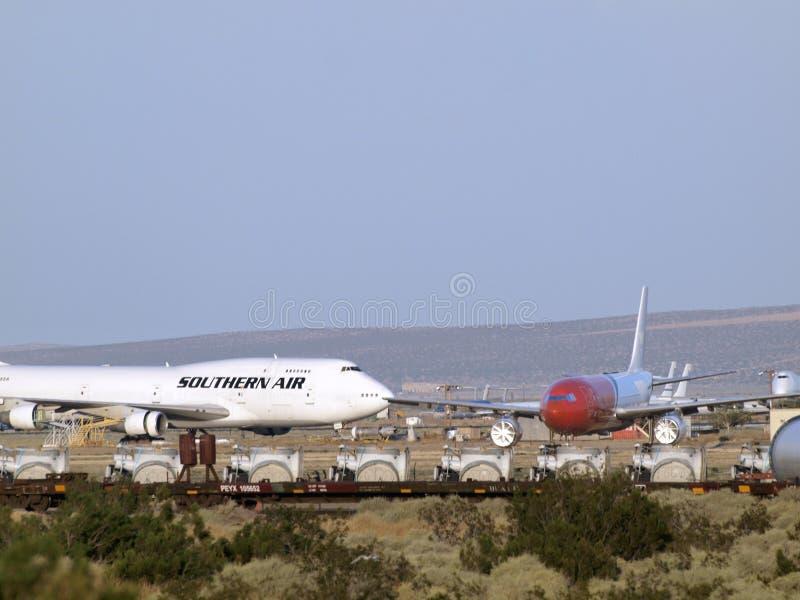Air du sud et autres avions commerciaux d'avions de ligne garés dans le désert photos stock