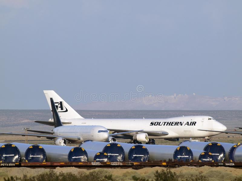 Air du sud et autres avions commerciaux d'avions de ligne garés dans le désert photographie stock libre de droits