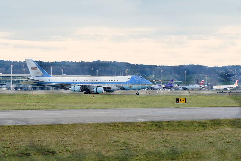 Air Force One på Zurich Aiport arkivfoto