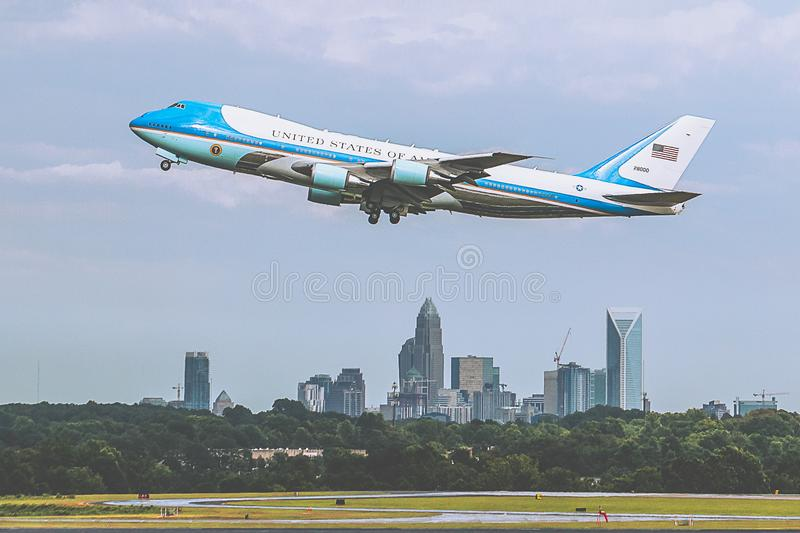 Air Force One toglie fotografie stock