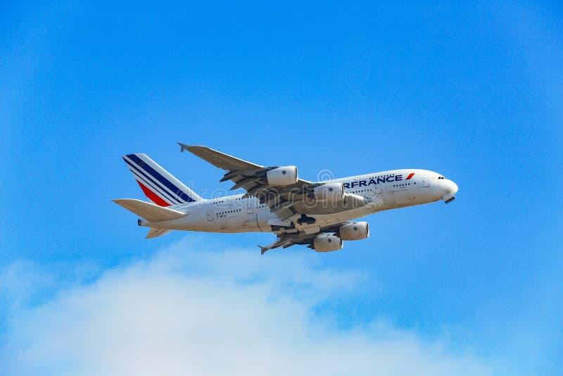 Air France Airbus A380 que saca de LAX imagen de archivo libre de regalías