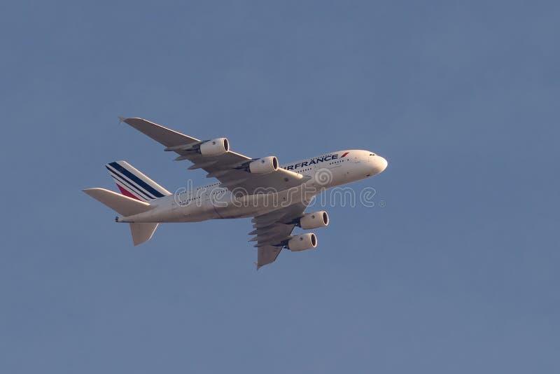 Air France A380 en vuelo imagen de archivo