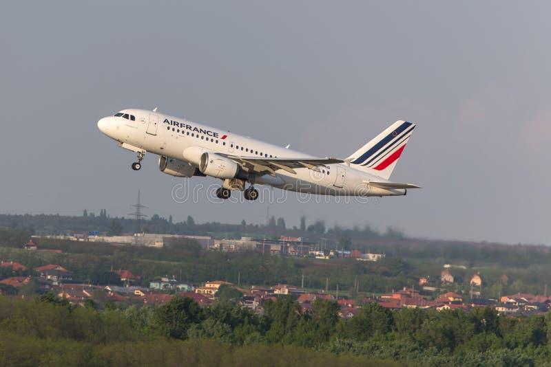 Air France flygplanstart på den budapest flygplatsen Ungern arkivfoto