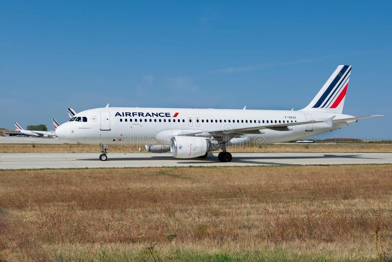 Air France-Luchtbus A320-214 op de taxibaan van Parijs CDG stock foto